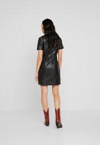 ONLY - ONLLENA LEATHER DRESS OTW - Pouzdrové šaty - black - 3