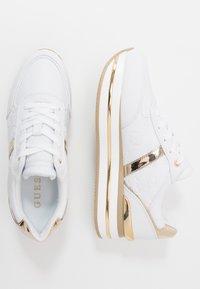 Guess - DAFNEE - Sneakersy niskie - white - 3
