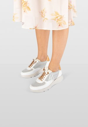 TELMA - Sneakers laag - white