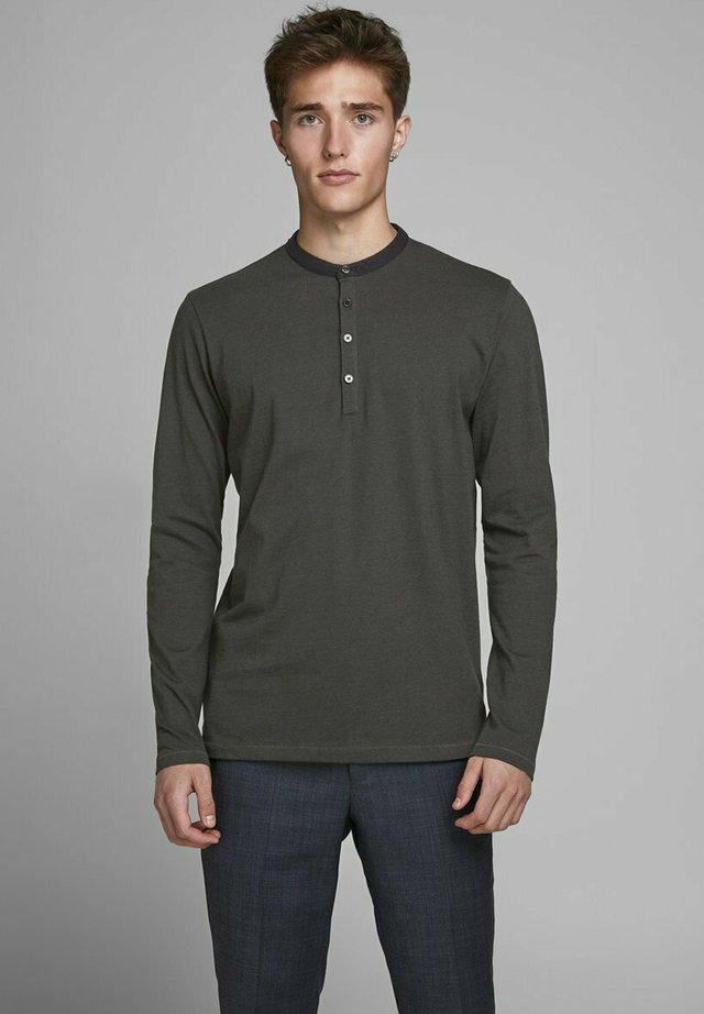 Langærmede T-shirts - rosin