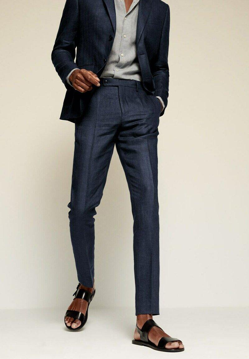Mango - FLORIDA - Pantaloni eleganti - dunkles marineblau