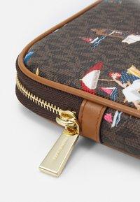 MICHAEL Michael Kors - JET SET LAPTOP CASE - Laptop bag - brown/multi - 2