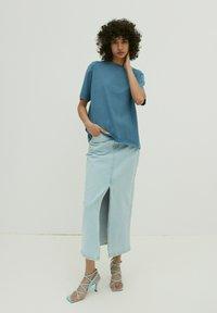 EDITED - CHARLI - Basic T-shirt - blau - 3