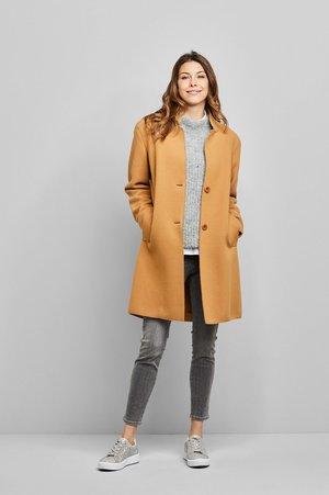MIT HOHER BEWEGUNGSFREIHEIT - Classic coat - messing