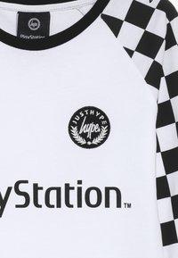 Hype - KIDS CHECKERBOARD - Camiseta de manga larga - white/black - 4