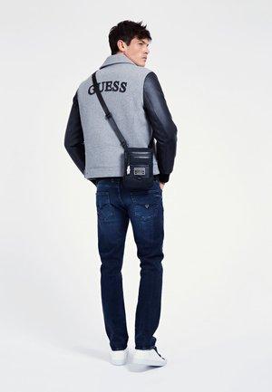 CERTOSA - Across body bag - schwarz