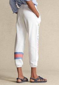 Polo Ralph Lauren - SEASONAL - Tracksuit bottoms - white - 2
