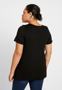 Dorothy Perkins Curve - V POCKET TEE - Basic T-shirt - black - 2