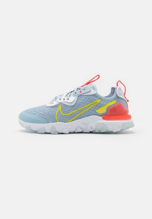 NIKE REACT VISION - Sneakers laag - light armory blue/high voltage