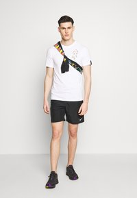 Nike Performance - DRY TEE SAVAGE - Camiseta estampada - white - 1