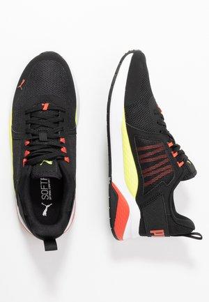 ANZARUN - Neutral running shoes - black/sharp green