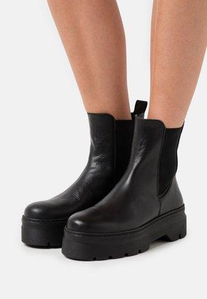 VIOLA - Kotníkové boty na platformě - black garda