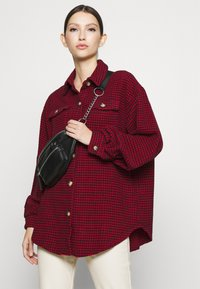 Missguided - DOGTOOTH OVERSIZED SHACKET - Button-down blouse - red - 4