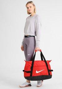 Nike Performance - CLUB TEAM DUFF - Sportstasker - university red/white - 1