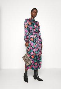 Gestuz - GROA DRESS - Denní šaty - pink roses - 1