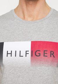 Tommy Hilfiger - TH COOL  - Triko spotiskem - grey - 5