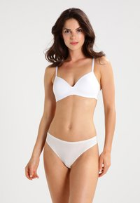 Chantelle - SOFT STRETCH - Thong - elfenbein - 1