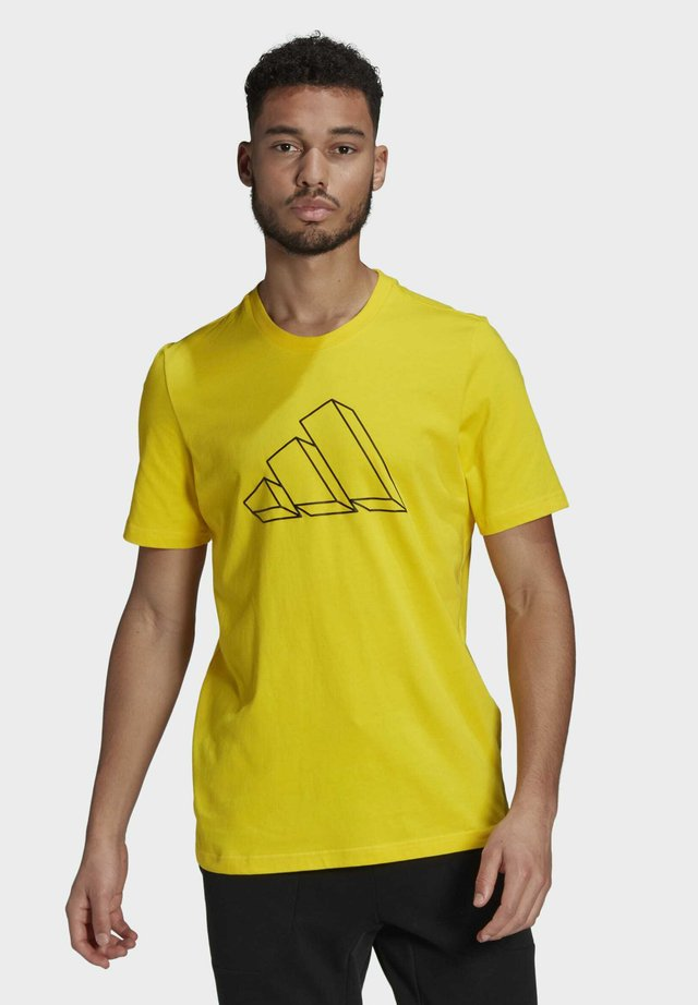 FI GRAPHIC BD MUST HAVES SPORTS REGULAR T-SHIRT - Print T-shirt - yellow