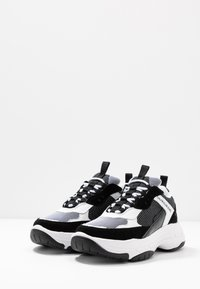 Calvin Klein Jeans - MARVIN - Trainers - white/black - 2