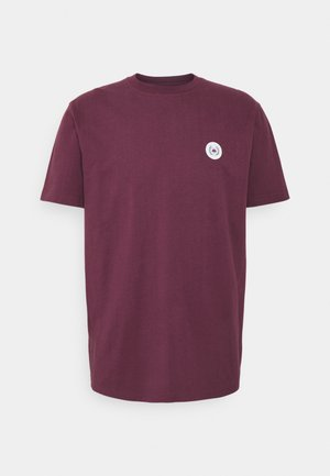OUR JARVIS PATCH TEE - T-shirt basic - bordeaux