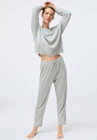 OYSHO - GREEN COTTON - Nattøj bukser - light grey - 1