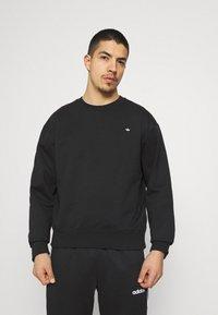 adidas Originals - CREW UNISEX - Sweatshirt - black - 0
