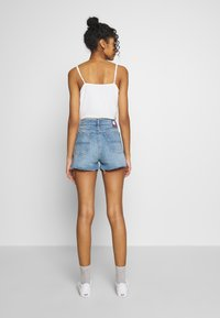 Tommy Jeans - HOTPANTS - Farkkushortsit - blue Denim - 2