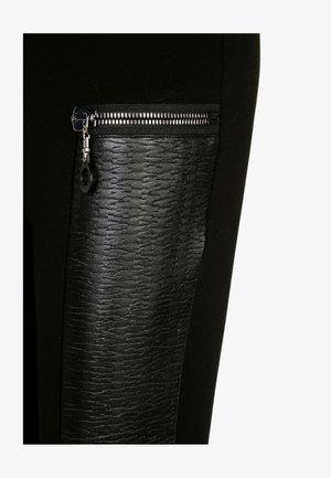MIT REISSVERSCHLUSS AUS LEDER - Leggings - Trousers - black