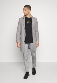 Jack & Jones - JJIMARCO JJPHIL NOR CHECK - Trousers - light gray - 1