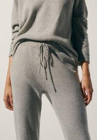 Massimo Dutti - 100 % KASCHMIR  - Tracksuit bottoms - grey - 2
