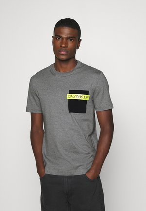 POCKET - Print T-shirt - grey