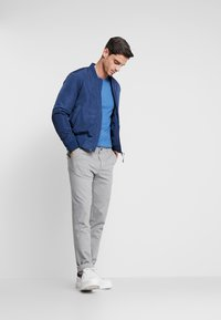 TOM TAILOR DENIM - SLIM STRUCTURE - Trousers - grey melange - 1