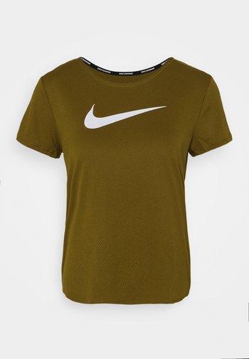 RUN - T-shirt med print - olive flak/reflective silv/white
