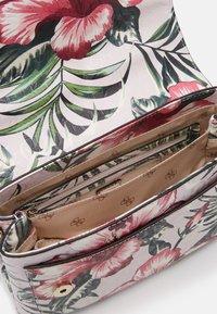 Guess - CHIC SHINE SHOULDER BAG - Bolso de mano - multi-coloured - 4