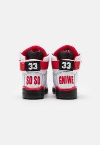 Ewing - 33 X SO SO DEF - Zapatillas altas - white/black/red - 2
