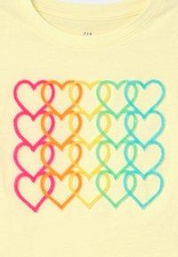 GAP - GIRL INTERACTIVE  - T-shirt z nadrukiem - new honeysuckle - 2