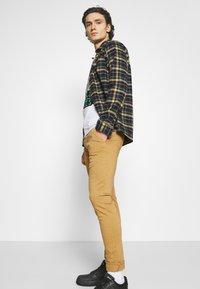 Replay - ZEUMAR HYPERFLEX  - Jeans slim fit - havana - 3