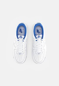 Nike Sportswear - AIR FORCE 1 STITCH - Sneakers laag - white/white-game royal - 3