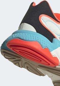 adidas Originals - OZWEEGO  - Trainers - white - 7