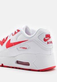 Nike Sportswear - AIR MAX 90 - Sneakersy niskie - white/hyper red/black - 5