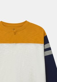 GAP - BOY - Long sleeved top - rugby gold - 2