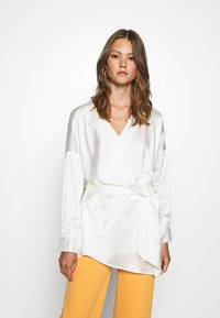 Missguided - PLUNGE TIE WAIST BLOUSE - Blouse - ivory - 0