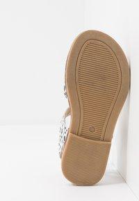 Walnut - RYDER - Sandals - white - 4