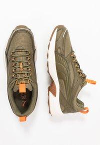 Puma - AXIS - Zapatillas - burnt olive/jaffa orange/silver/whisper white - 1