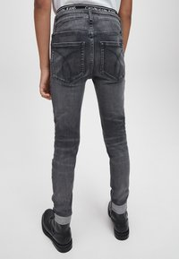 Calvin Klein Jeans - Jeans Skinny Fit - infinite elas grey stretch - 2