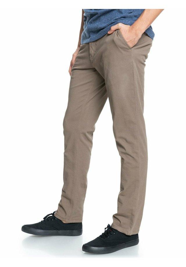 KRANDY - Trousers - walnut