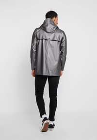 Rains - SHORT COAT - Regenjas - metallic charcoal - 2