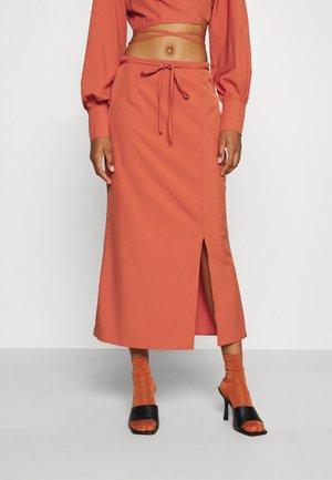 STRAP WAIST MIDAXI SKIRT - Pouzdrová sukně - rust