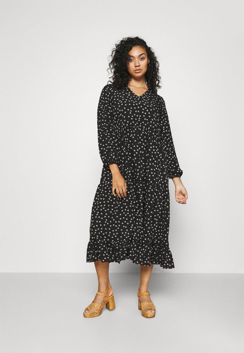 Glamorous Curve - TIERED DRESS - Denní šaty - black tulip
