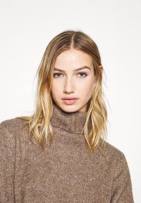 Even&Odd - Strikket kjole - brown - 4